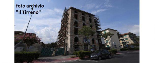 """Nuovi guai e nuovi pericoli dal palazzo """"ex Enel"""" a Pontedera – Dopo l'intervento della Polizia il commento del centrodestra"""