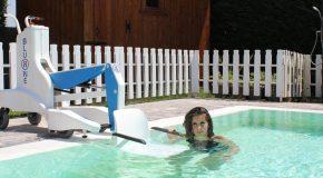 """La piscina di Cascina si dota di un sollevatore mobile per disabili . """"Un doveroso gesto di civiltà"""" commenta l'assessore allo sport Cosentini"""