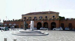 """A Pontedera """"Poeti di versi"""" – Giovedì 21 marzo i ragazzi regaleranno poesie nei pressi della stazione"""