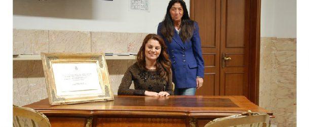 Scrivania d'autore esposta a Cascina in municipio