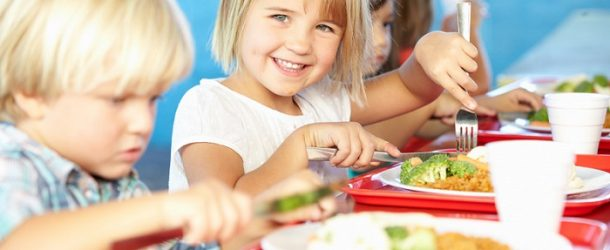 """""""Cosa metto nel piatto ?"""" A Calcinaia coinvolgente presentazione e preparazione di un """"menù scolastico"""""""