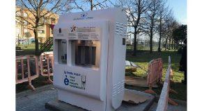 Il nuovo fontanello di Calcinaia – inaugurazione ufficiale sabato 14 – spruzza acqua potabile da tutti gli erogatori
