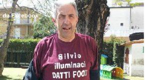 """Don Zappolini e quella T-shirt """"labronica"""". Ridda di commenti e indignazione di FI: """"Faccia il prete…"""""""