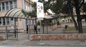 IGNOTI FORZANO L'ENTRATA SUL RETRO DELLA SCUOLA DI BIENTINA: BOTTINO IRRISORIO, MA COLPO ULTERIORE PER LE FINANZE DELL'ISTITUTO.