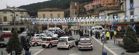 BUTI CELEBRA SAN SEBASTIANO, PATRONO DELLE POLIZIE MUNICIPALI D'ITALIA. NONOSTANTE L'INCLEMENZA DELLE CONDIZIONI METEO, ATMOSFERA SPLENDIDA, GIA' IN FIBRILLAZIONE IN ATTESA DEL PALIO DI DOMANI.