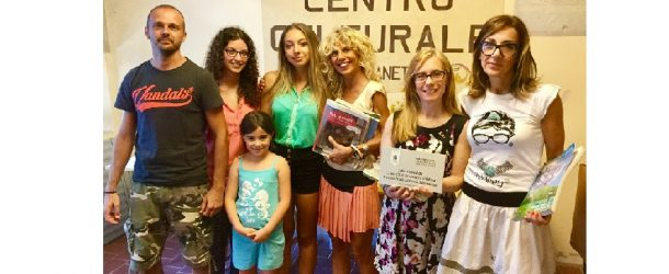 """IL LIONS CLUB VALDERA DONA 250 LIBRI AL """"CENTRO CULTURALE MANETTI"""" DI SAN GIORGIO"""