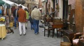 SABATO E DOMENICA I RAGAZZI DELLE MEDIE DI BIENTINA NELLE VESTI DI ANTIQUARI AL MERCATINO DELL'ANTIQUARIATO