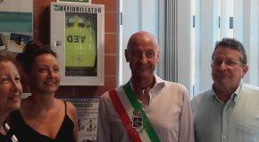 """DUE NUOVI DEFIBRILLATORI DONATI AL COMUNE DI CASCINA DA """"ARCI CACCIA CASCINA EST"""" E """"GRANDE GIO' ONLUS"""""""