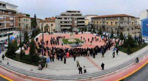 Pontedera, consegnate al sindaco Millozzi le firme per la sosta gratuita nel periodo natalizio