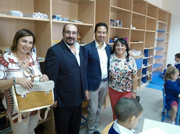 Il Prof. Vittipaldi insieme al sindaco Alessio Lari nel corso di una visita nel plesso scolastico di Buti